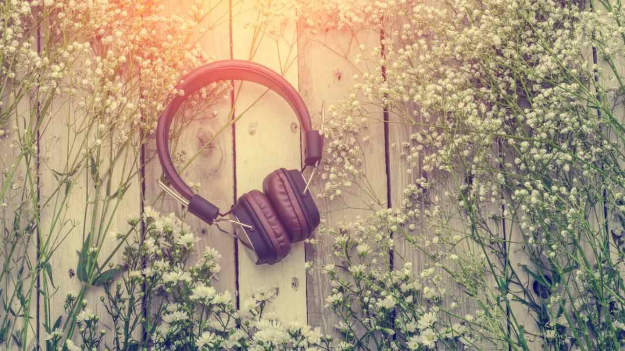 listening-to-music-helps-us-feel-calmer-and-more-positive