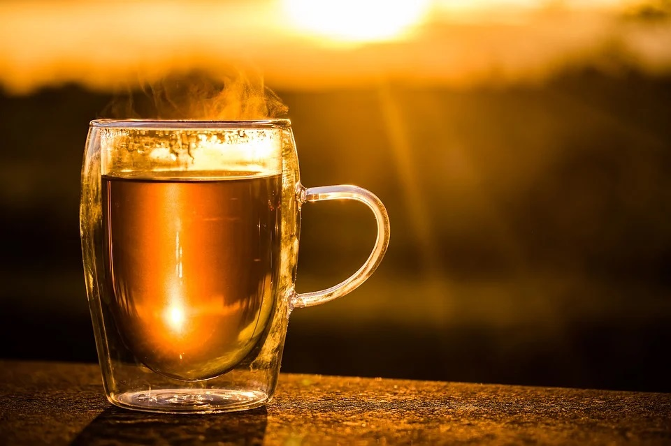 image-showing-a-cup-of-tea-in-the-sunset